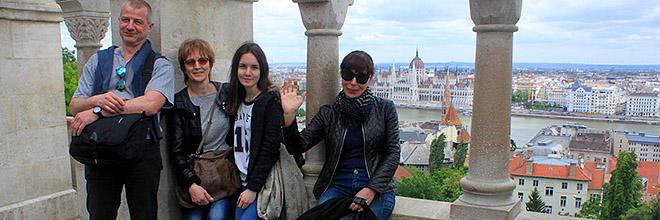 Татьяна Дутова (вторая слева) с близкими и соратниками