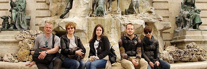 Галина Павлова (первая справа) с товарищами по борьбе