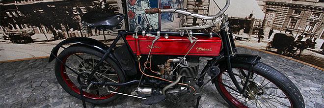 Мотоцикл начала ХХ века из экспозиции Музея Транспорта, Будапешт
