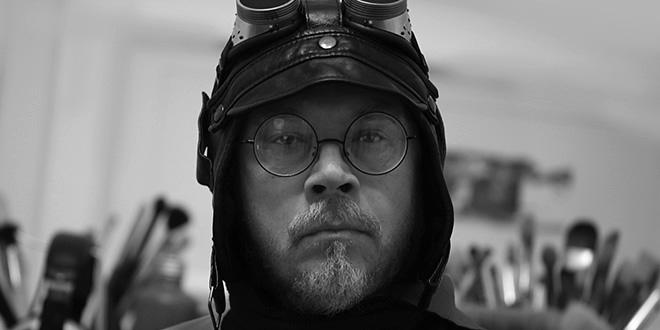 Максим Гурбатов в своей мастерской