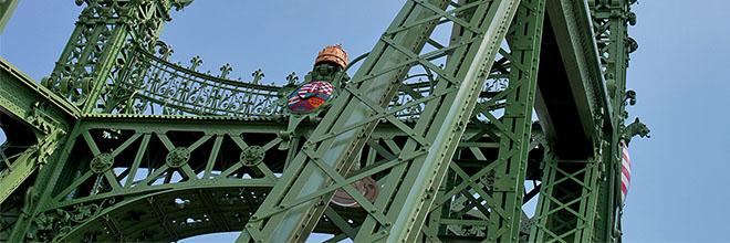 Опоры моста Сабадшаг, бывшего моста Франца-Иосифа, Будапешт, Венгрия. гид по Будапешту и Венгрии