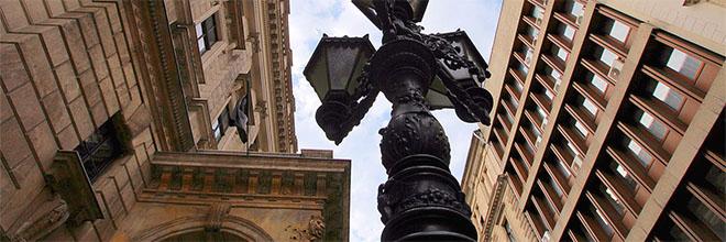 Уличный фонарь времён Золотого века Австро-Венгрии, Будапешт