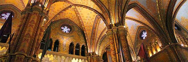 Интерьер церкви короля Матьяша, Будапешт, Венгрия. гид по Будапешту и Венгрии