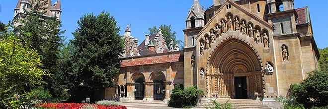 Якская часовня в замке Вайдахуньяд, Будапешт, Венгрия. гид по Будапешту и Венгрии