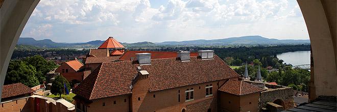 Вид на дворец короля Иштвана с купола Базилики св. Адальберта