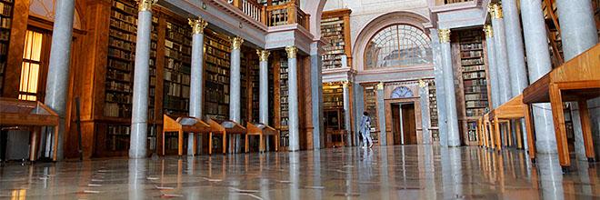 Главный зал библиотеки Паннонхалмского аббатства, Венгрия. гид по Будапешту