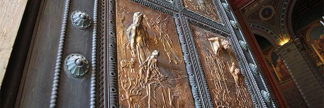 Печ, двери собора. гид по Будапешту