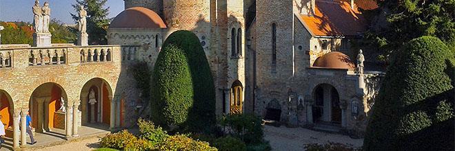 Сад внутри замка Бори, Секешфехервар, Венгрия. гид по Будапешту