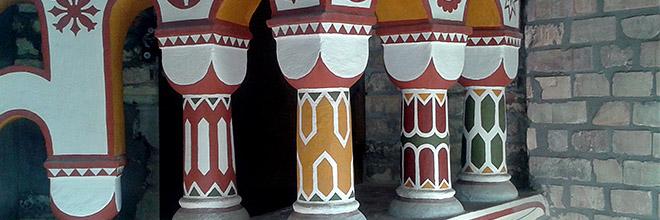Расписные колонны замка Бори, Секешфехервар, Венгрия
