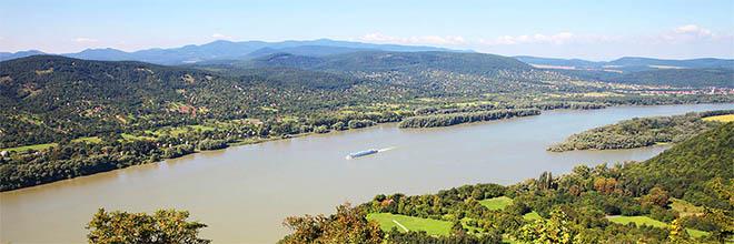 Излучина Дуная с Вишеградского замка, вниз по реке