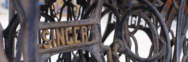 """Стойки швейных машин """"Зингер"""", блошиный рынок Эчери, Будапешт"""