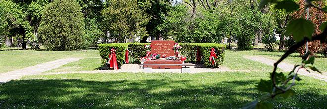 Надгробие Яноша Кадара и его жены, кладбище Керепеши, Будапешт