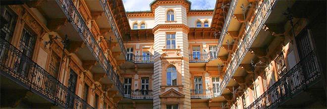 Внутренний двор доходного дома на Иштван кёрут, Будапешт, Венгрия