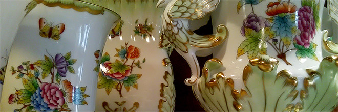 Фарфоровой фабрики Херенд сервиз с бабочками, он же сервиз королевы Виктории. Данубисы фоток не прислали ну и пусть стоит фарфор вместо ихних дурацких отелей